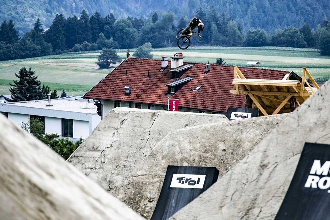 Crankworx Innsbruck 2017: Rogatkin nails it with incredible cash roll-tailwhip