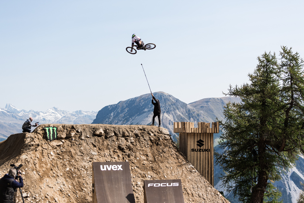 Emil Johansson lands six world firsts to win slopestyle bike contest at Suzuki Nine Knights MTB 2017